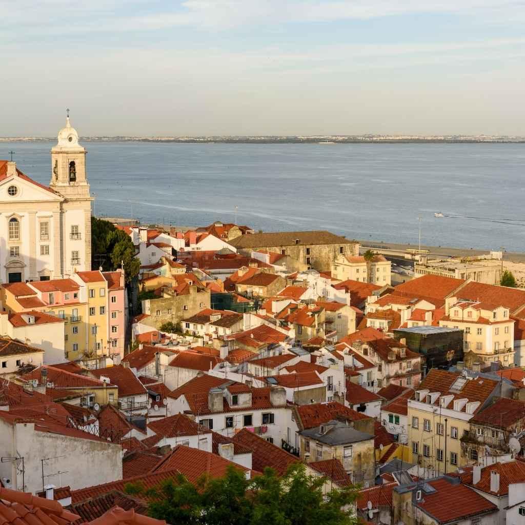 Какие документы нужны, чтобы получить ВНЖ в Португалии