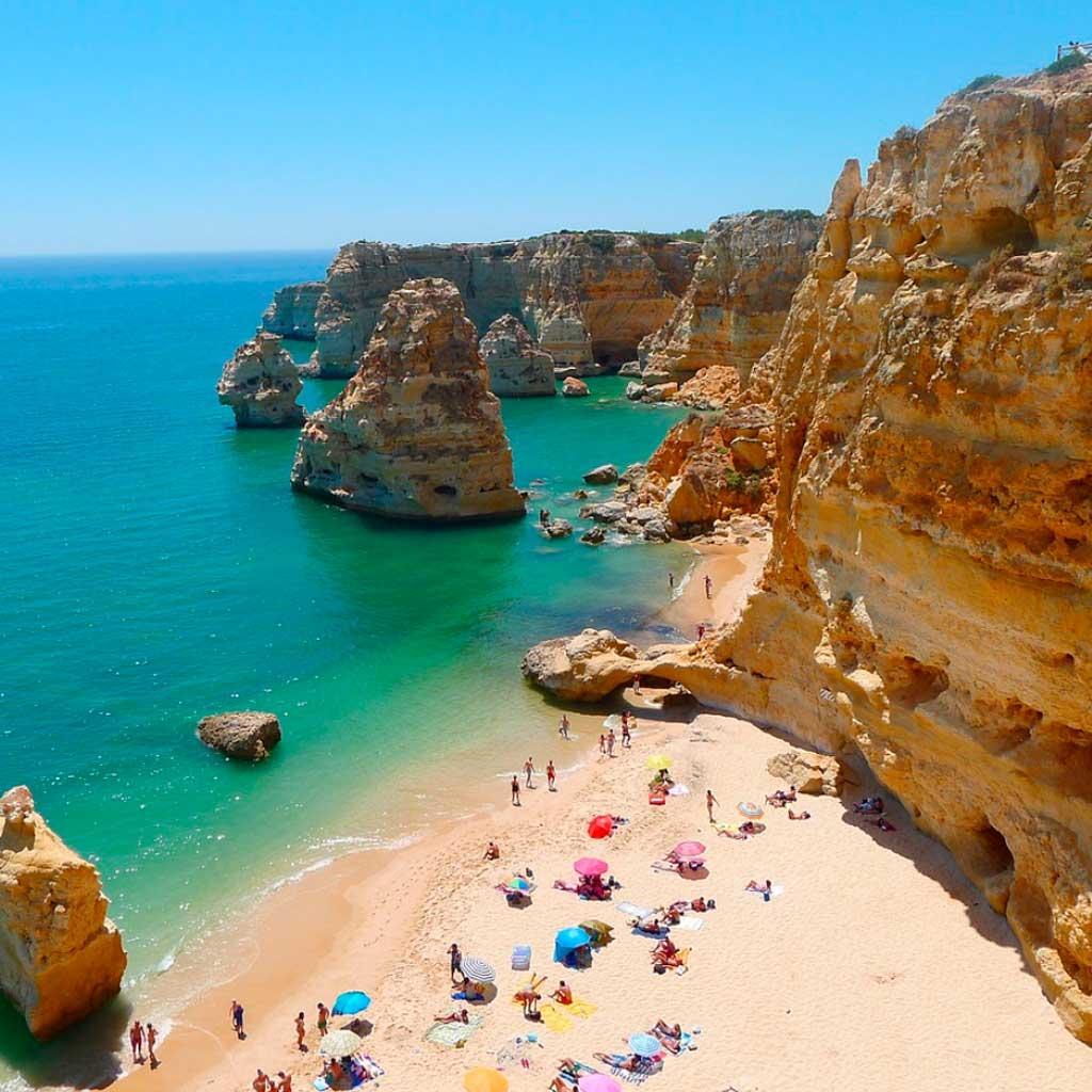 Прайя-да-Маринья - красивейший пляж Португалии