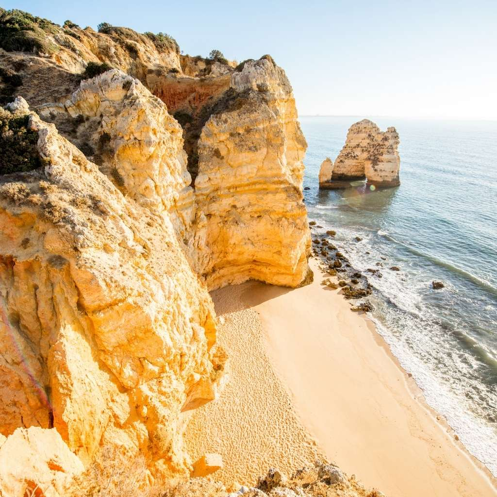 All about obtaining a visa and residence permit in Portugal. Which option is right for you?