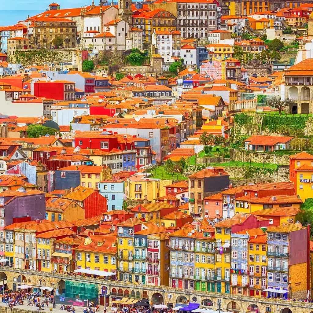 """Здравствуйте! С вами сервис MoveToCascais и наша постоянная рубрика """"Ответы на часто задаваемые вопросы наших клиентов"""". Cегодняшняя тема - школьное образование в Португалии."""